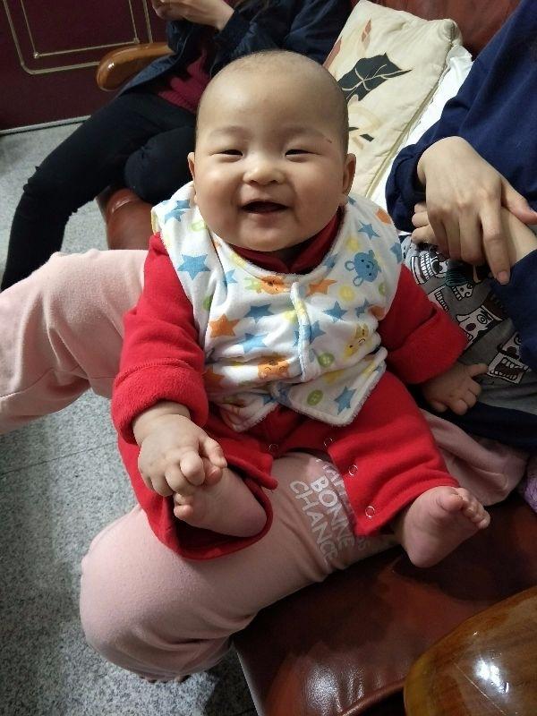 小淘氣,你開心的笑容是爸比媽咪化解辛勞的泉源。 #爸爸去哪兒 😍😘