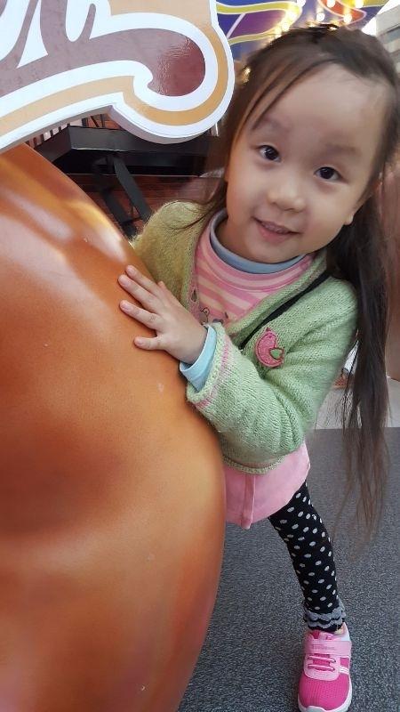 柔柔&妞妞寶貝,妳開心的笑容,是爸比媽咪化解辛勞的泉源。 #爸爸去哪兒