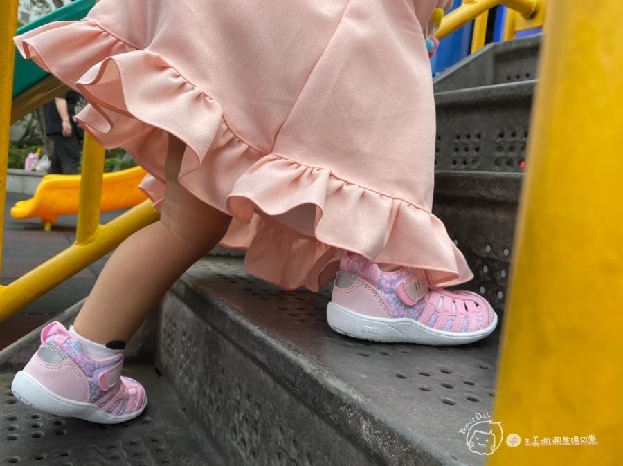 寶寶的第一雙日本IFME機能童鞋 夏天就該有一雙透氣水涼鞋_img_43