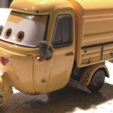 好朋友為了爭玩具車吵架,老師如何讓他們和好?