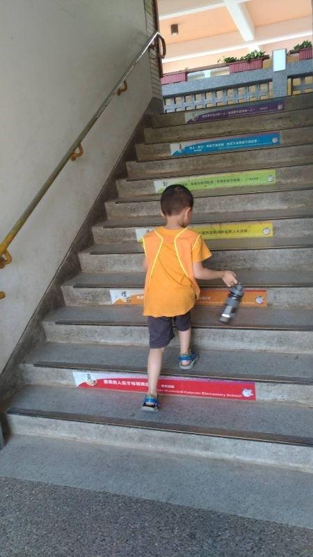 開學啦~沒想到孩子這麼快就要上學了,有些不捨 #新生入學