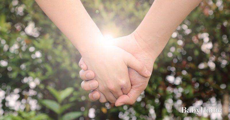 結婚對象父母極端反對, 只因對方職業普通不是豪門,且一見面就呼巴掌... 勉強結婚還是分手呢? 其他爸媽們的看法>> http://bbho.me/M48Wcx 延伸閱讀>> 結婚要麵包還是要愛情?已婚網友熱烈回應… http://bbho.me/5xp7RA 一定要結婚嗎?告訴孩子:比自己一個人生活過得還好,才有結婚的理由! http://bbho.me/MNWHIh