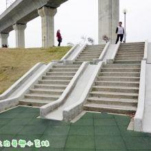 高鐵苗栗站童趣公園~攀岩、溜滑梯、旋轉設施好好玩