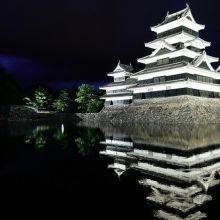 【長野】國寶松本城。日本100名城的絕美夜色倒影