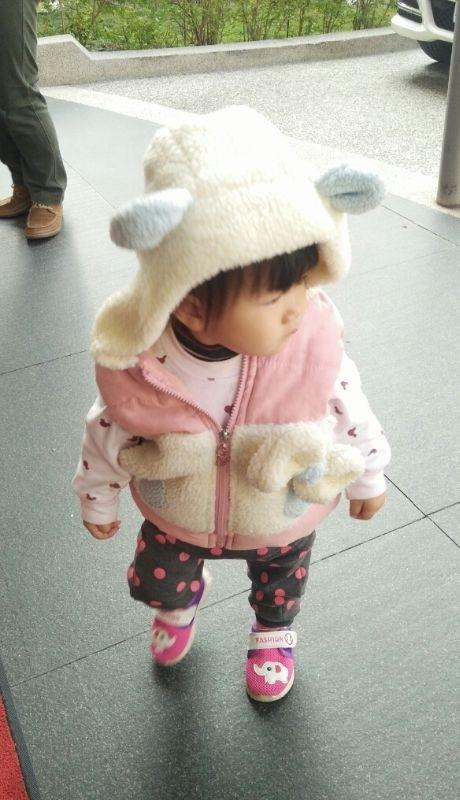 天氣不錯,穿新衣去和姨婆拜年,姨婆好歡喜 #萌娃