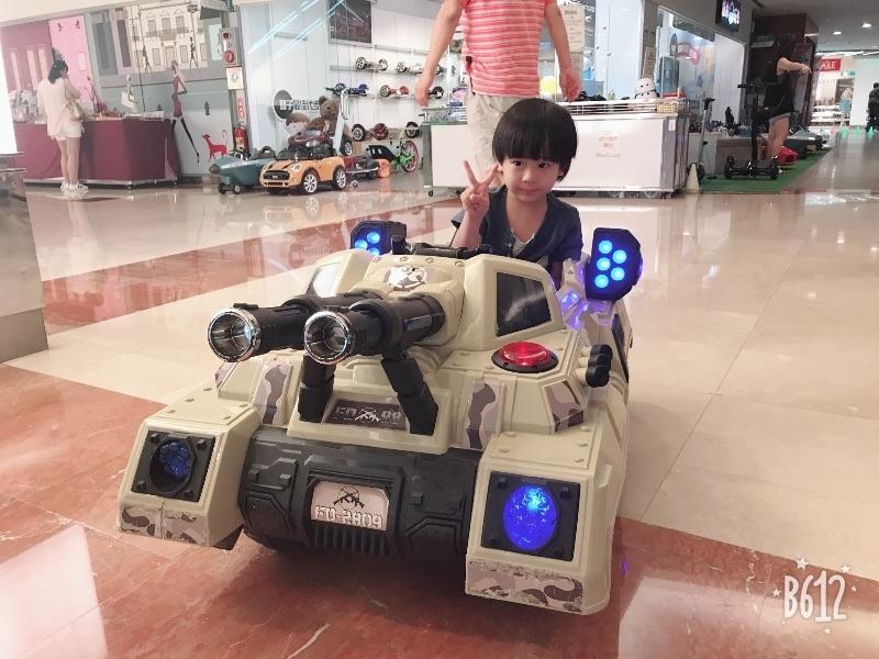 #暑假生活 帶兒子去京華城玩電動車和小火車