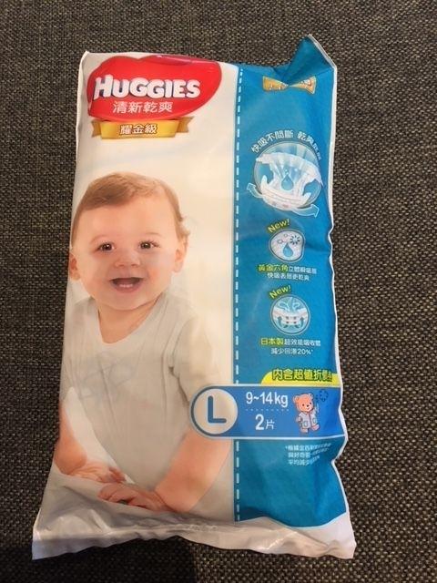 很開心能體驗好奇耀金級紙尿褲,這款觸感非常柔軟,使用起來乾爽不悶熱,讓寶寶的活動力很好,真的是CP值很高的一款紙尿褲喔 #新藍好奇最高CP值的乾爽