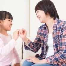 女兒就像一隻貓,愈強迫靠近就跑得愈遠...如何與青春期女兒對話?