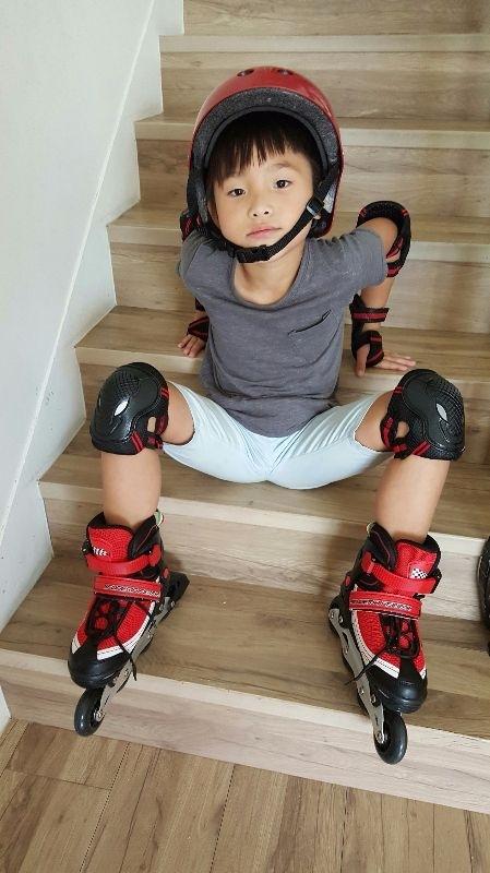 Wii,你開心的笑容是爸比媽咪化解辛勞的泉源! 新手上路學直排輪初體驗,在家先練習練習 #爸爸去哪兒 #萌娃
