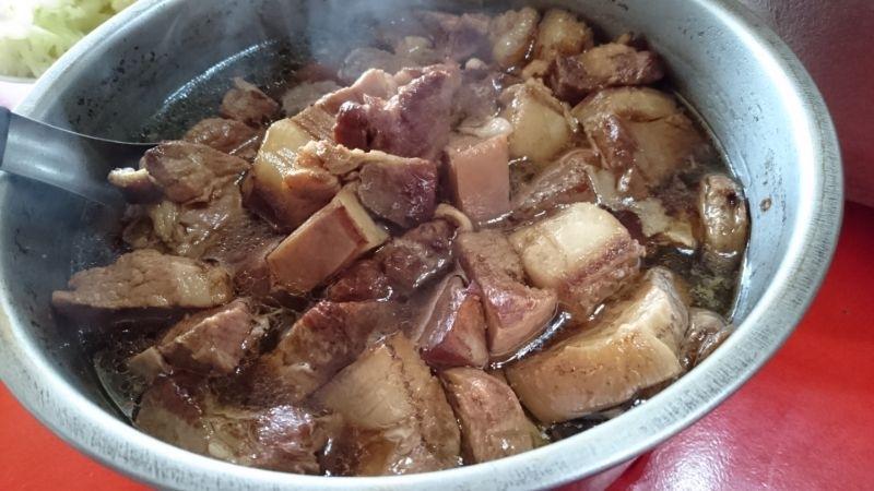每年的除夕都在婆家渡過,婆婆都會特地魯一鍋五花肉好讓在外的小孩吃飽好下飯~ #年菜
