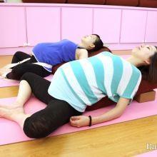 舒緩孕期不適!孕吐、腰痠背痛,試試這些瑜珈動作