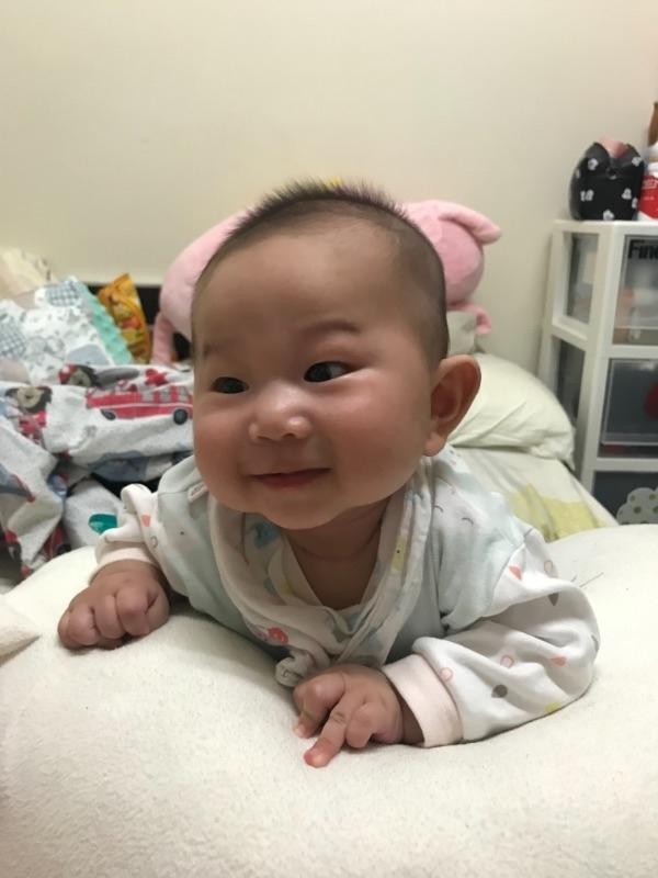 皓皓,你開心的笑容是爸比媽咪化解辛勞的泉源! #爸爸去哪兒