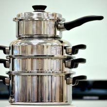 鋁製鍋用蘋果酸刷亮,琺瑯鍋則是用小蘇打粉