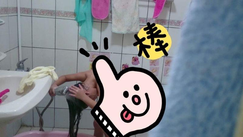 因為媽媽晚歸,又不想給爸爸洗,所以啟動了自學模式…… 老實說,我從來也沒教女兒怎麼洗頭,但他看著看著就會了,哈~媽媽好日子來了!