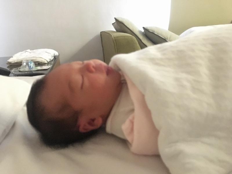 我可愛的小寶貝 歷經了好長時間好苦的孕吐懷孕期 又痛得要命的生產過程 終於迎接了媽咪最愛的你 剛出生的你小小的好柔軟但好有活力啊! #新生兒報到