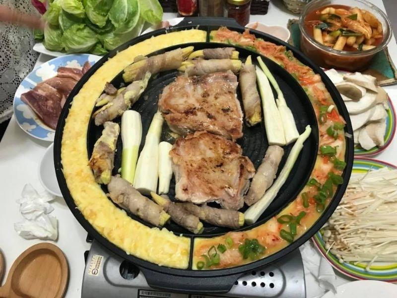 ❤️低年級媽媽最期待的星期二小孩上整天❤️ 喝酒吃肉閒聊天~五花肉也太好吃了吧!搭配青菜大無敵😋😋不愛吃東西的仙女妹妹更是從頭吃到甜點。 哥哥放學看到照片ㄐㄧㄐㄧ叫,但爸爸不想買烤盤,心如止水欸😤😤 #在家韓式烤肉 #我的媽媽力