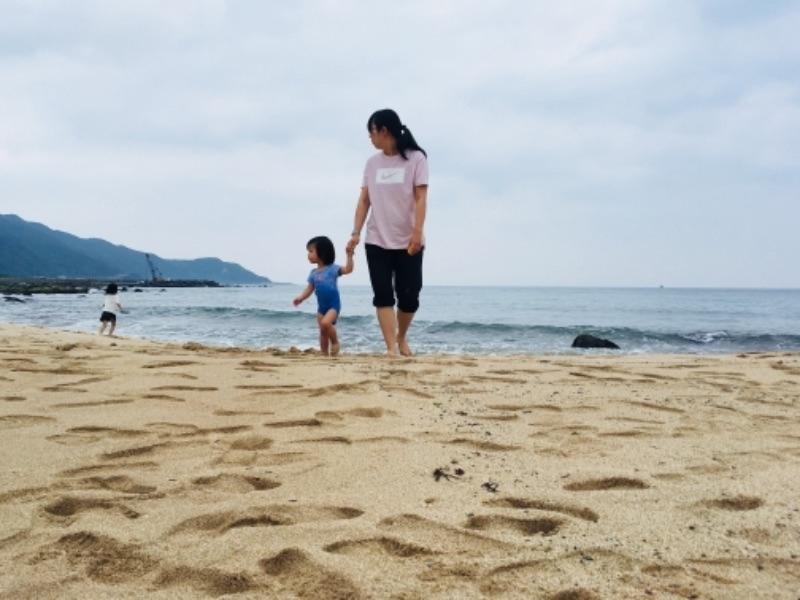 趁今天還算涼爽,來金沙灣玩沙。 #親子旅遊